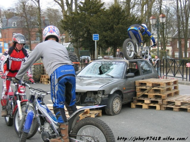 Démonstration Trial à Avesnes sur Helpes (Dépt 59 en Avril 2006)